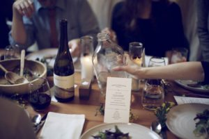 dinner-with-friends-Kinfolk